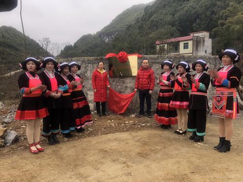 云天捐赠百色大石山区的同心水柜正式启动.jpg